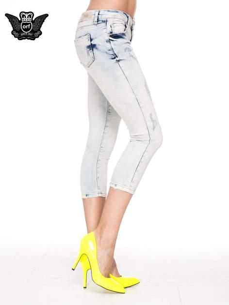 Jasnoniebieskie spodnie jeansowe 3/4 z przetarciami                                  zdj.                                  3