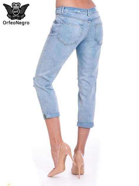 Jasnoniebieskie spodnie jeansowe 7/8  podwijaną nogawką                                  zdj.                                  5