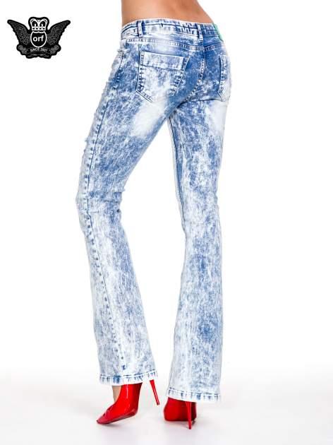 Jasnoniebieskie spodnie jeansowe dzwony typu marmurki                                  zdj.                                  2