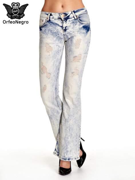 Jasnoniebieskie spodnie jeansowe dzwony z przetarciami                                  zdj.                                  1