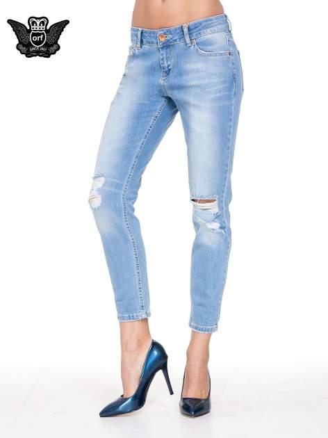 Jasnoniebieskie spodnie jeansowe o prostej nogawce z rozdarciami                                  zdj.                                  1
