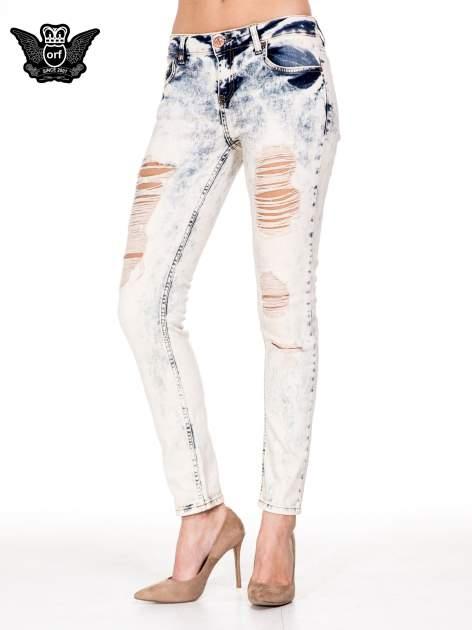 Jasnoniebieskie spodnie jeansowe rurki z rozdarciami