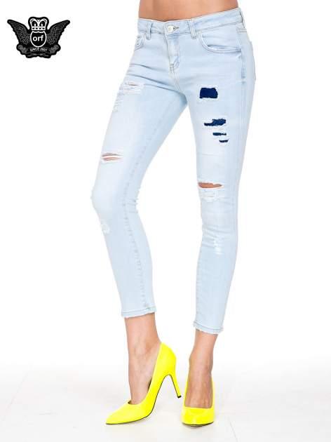 Jasnoniebieskie spodnie jeasnowe skinny jeans z łatami i dziurami