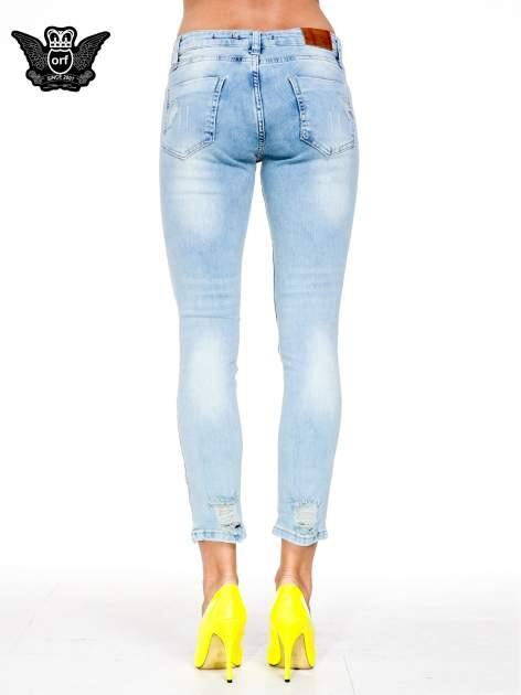 Jasnoniebieskie spodnie skinny jeans z rozdarciami na kolanie                                  zdj.                                  5