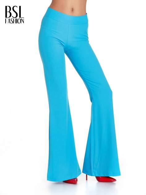 Jasnoniebieskie spodnie typu dzwony                                  zdj.                                  1