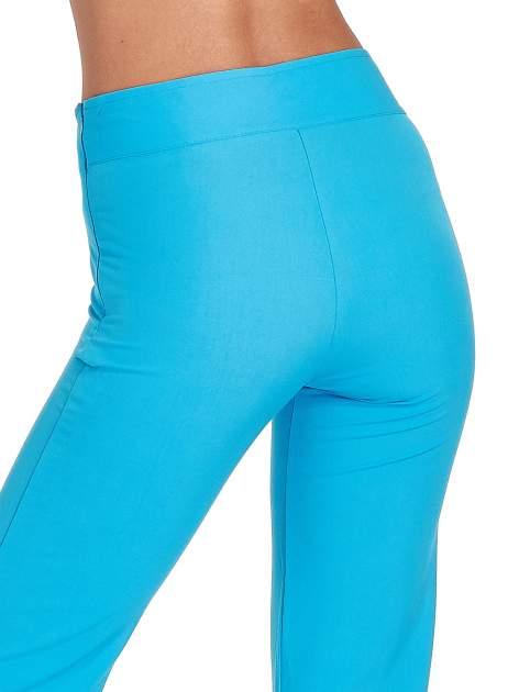 Jasnoniebieskie spodnie typu dzwony                                  zdj.                                  7