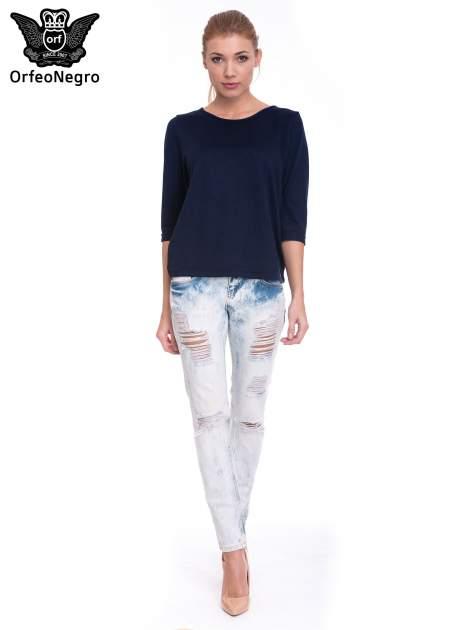 Jasnoniebieskie wycierane jeansowe rurki z dziurami                                  zdj.                                  2