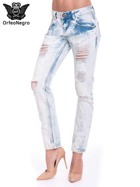 Jasnoniebieskie wycierane jeansowe rurki z dziurami                                  zdj.                                  1