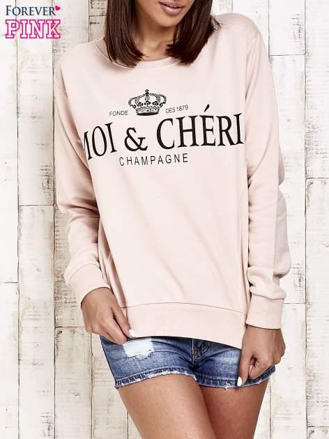 Jasnoróżowa bluza z napisem MOI & CHÉRI                                  zdj.                                  1