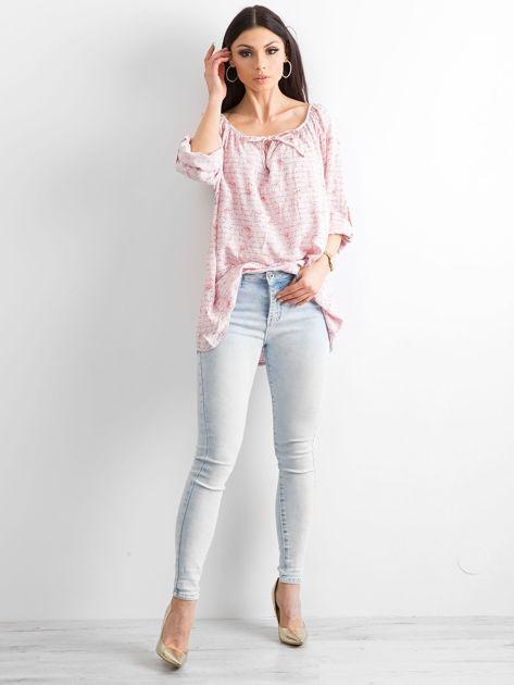 Jasnoróżowa bluzka z nadrukiem flamingów i podwijanymi rękawami                              zdj.                              4