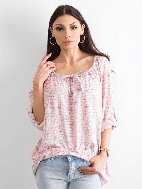 Jasnoróżowa bluzka z nadrukiem flamingów i podwijanymi rękawami                              zdj.                              1