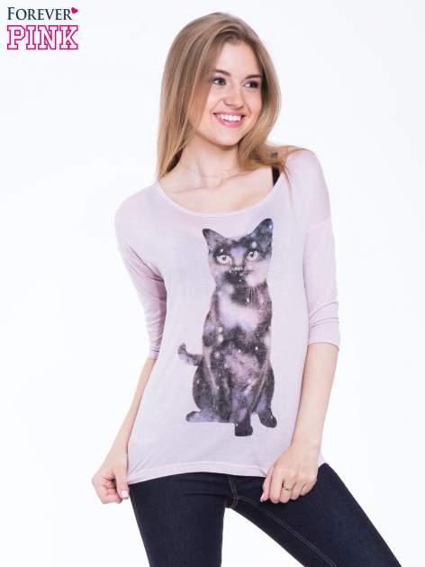 Jasnoróżowa bluzka z nadrukiem kota z efektem galaxy                                  zdj.                                  1