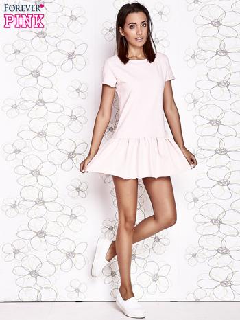Jasnoróżowa dresowa sukienka z wycięciem na plecach                                   zdj.                                  2