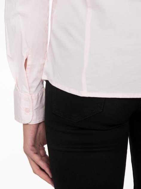 Jasnoróżowa elegancka koszula damska z krytą listwą                                  zdj.                                  9