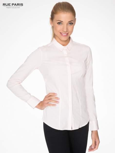 Jasnoróżowa elegancka koszula damska z krytą listwą