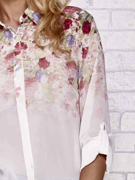 Jasnoróżowa koszula mgiełka z nadrukiem róż                                  zdj.                                  5