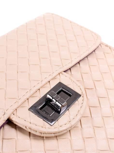 Jasnoróżowa mała pleciona torebka na łańcuszku                                  zdj.                                  7