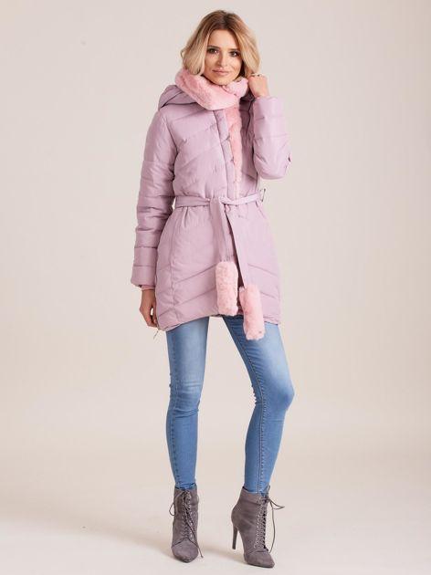 Jasnoróżowa pikowana kurtka zimowa z futerkiem                              zdj.                              5