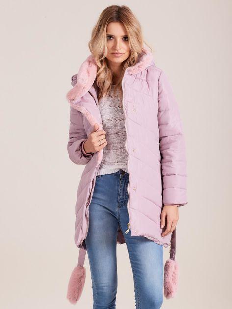 Jasnoróżowa pikowana kurtka zimowa z futerkiem                              zdj.                              1