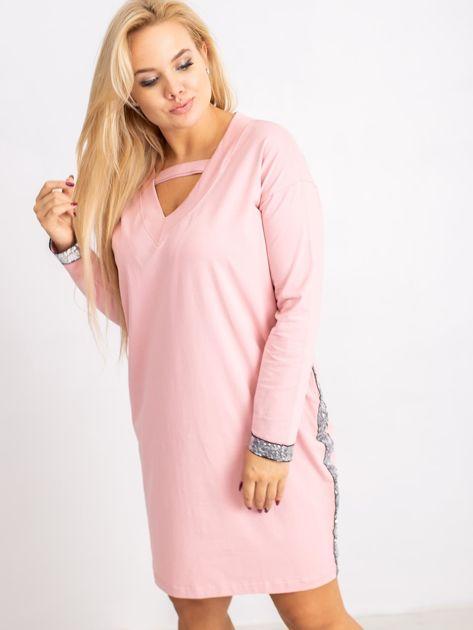 Jasnoróżowa sukienka plus size Mode                              zdj.                              5