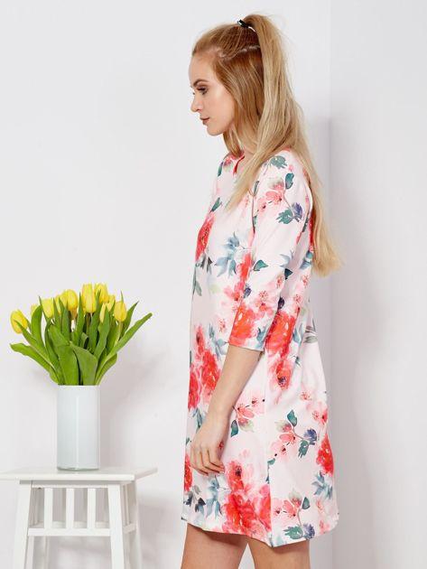 Jasnoróżowa sukienka w malarskie kwiatowe desenie                              zdj.                              3