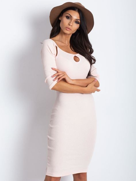 Jasnoróżowa sukienka w prążek z wycięciami                              zdj.                              1
