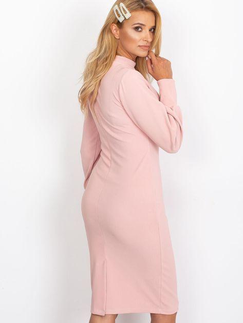 Jasnoróżowa sukienka z długim rękawem                              zdj.                              2