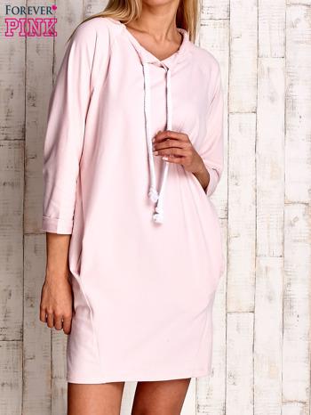 Jasnoróżowa sukienka z troczkami                                  zdj.                                  1