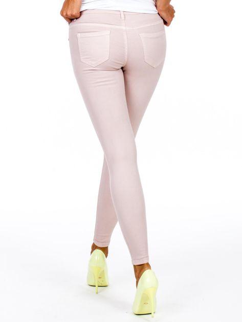 Jasnoróżowe dopasowane spodnie                              zdj.                              3