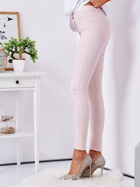 Jasnoróżowe dopasowane spodnie high waist                                  zdj.                                  3