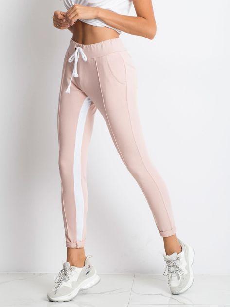 Jasnoróżowe spodnie dresowe Defined                              zdj.                              3