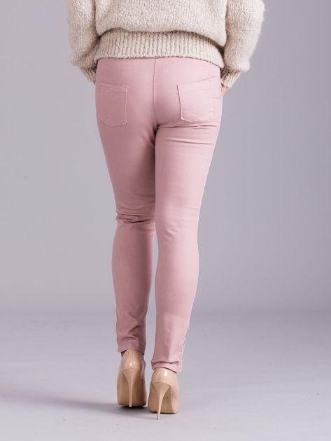 Jasnoróżowe spodnie z troczkami i lampasami                              zdj.                              3