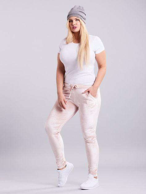 Jasnoróżowe welurowe spodnie dresowe PLUS SIZE                              zdj.                              4