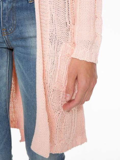Jasnoróżowy ażurowy długi sweter typu kardigan z paskiem                                  zdj.                                  6