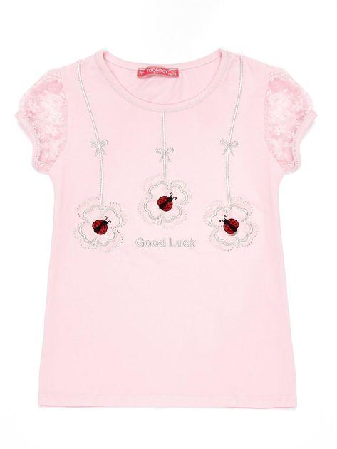 Jasnoróżowy t-shirt dla dziewczynki z biedronkami                              zdj.                              1