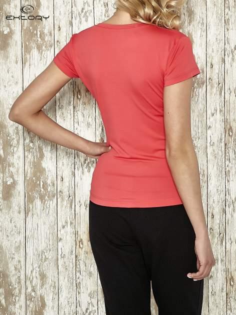 Jasnoróżowy t-shirt sportowy termoaktywny z dekoltem V                                  zdj.                                  2