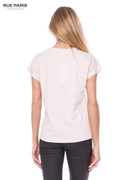 Jasnoróżowy t-shirt z koronkowym przodem                                  zdj.                                  3