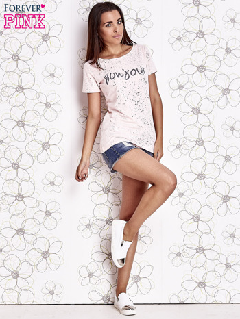 Jasnoróżowy t-shirt z napisem BONJOUR                                  zdj.                                  2
