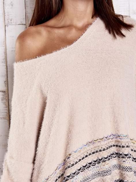 Jasnoróżowy włochaty sweter oversize z kolorową nitką                                   zdj.                                  6