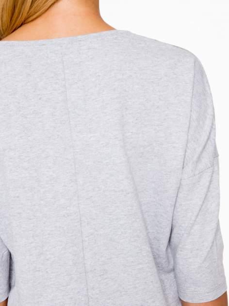 Jasnoszara bluza oversize z nadrukiem kwiatowym                                  zdj.                                  9
