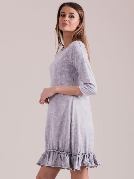 Jasnoszara dekatyzowana sukienka z falbaną                              zdj.                              3