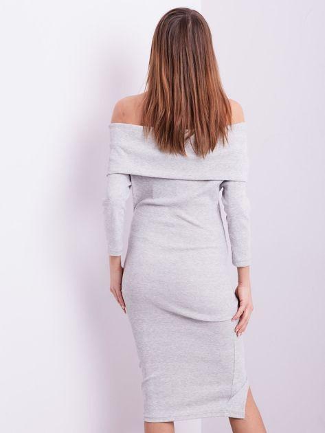 Jasnoszara dopasowana sukienka z odkrytymi ramionami                              zdj.                              3