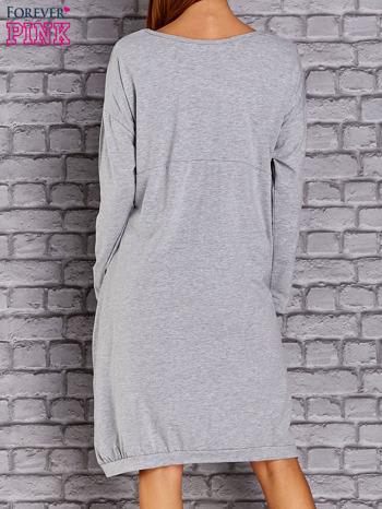 Jasnoszara dresowa sukienka oversize z kieszeniami                                  zdj.                                  4