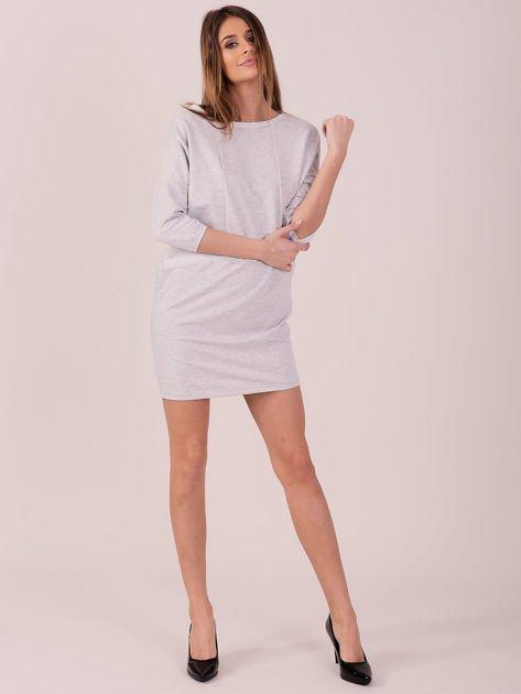 Jasnoszara dresowa sukienka z imitacją kieszeni                               zdj.                              4