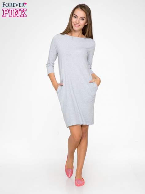 Jasnoszara dresowa sukienka z kieszeniami po bokach                                  zdj.                                  2