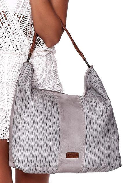 Jasnoszara duża torba z ażurowaniem i odpinanym paskiem                              zdj.                              2