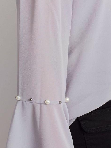 Jasnoszara elegancka bluzka hiszpanka z perełkami                              zdj.                              5