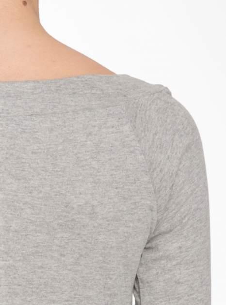Jasnoszara melanżowa bluzka z reglanowymi rękawami                                  zdj.                                  9
