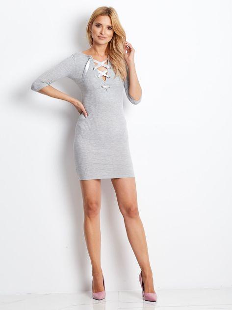 Jasnoszara sukienka w prążek z dekoltem lace up                              zdj.                              5
