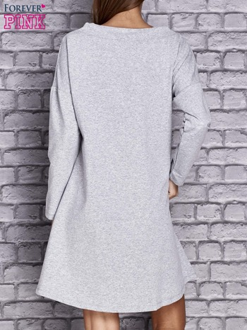 Jasnoszara sukienka z napisem LITTLE BLACK DRESS                                  zdj.                                  4
